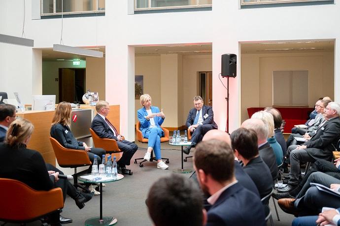 Investoren-Dialog Pflege 2020 in den Räumen der HVB Hannover